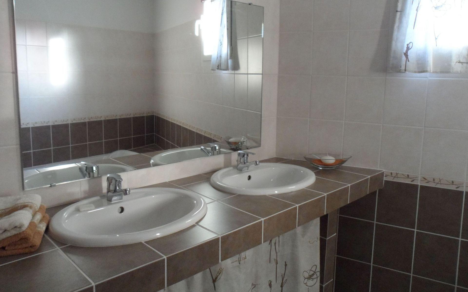 salle de bains salle d 39 eau gite l 39 arde 39 chti 5 12 personnes. Black Bedroom Furniture Sets. Home Design Ideas
